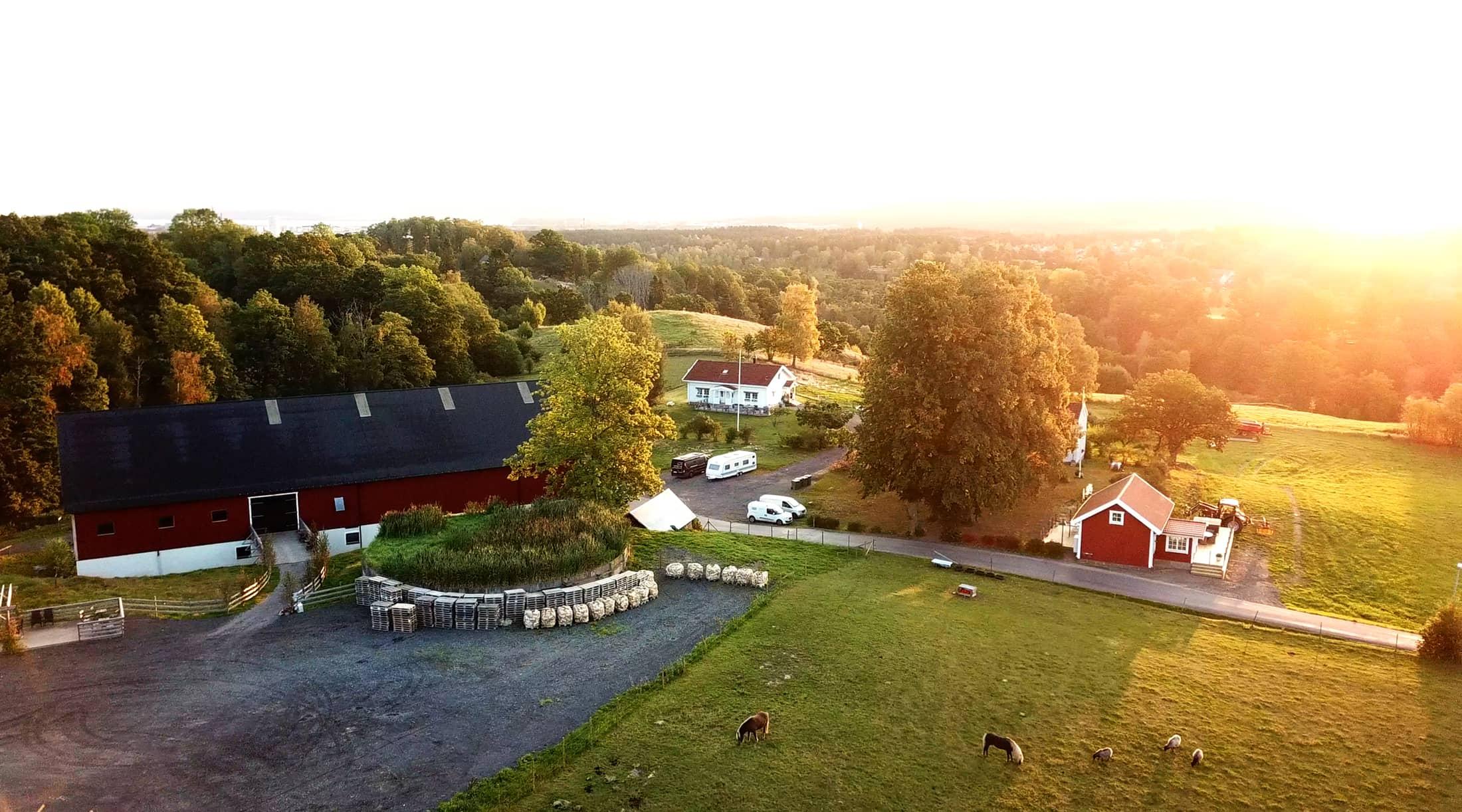 Drönarbild över Ängens Gård i Jönköping. Kontakta oss idag!